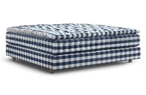 Schicker Schlafkomfort: Der Premium-Betten-Hersteller begeistert mit luxuriös-komfortablen Betten wie Hästens Auroria 2015. © Hästens