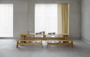 e15 präsentiert die neue Produktfamilie, designt von David Chipperfield, bestehend aus dem Tisch FAYLAND, der Bank FAWLEY und dem Hocker bzw. Beistelltisch Langley. © e15