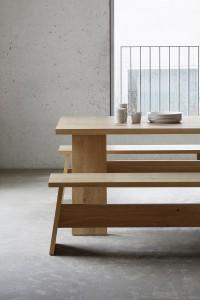 Tisch FAYLAND und Bank FAWLEY von e15, designt by David Chipperfield. © e15