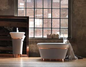 Leder-Look mal zwei: Mit Leder ummantelte Waschbecken und Badewanne aus dem Programm George. © Falper