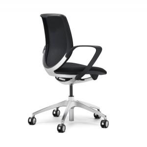 """Der innovative """"giroflex 313"""" sorgt ganz automatisch für richtiges, gesundes Sitzen. © Jürg Kaufmann"""