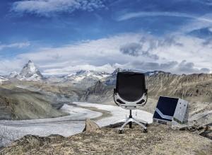 Die Weltneuheit in puncto sitzen holt nun Svoboda Büromöbel nach Österreich und zeigt sie ab Juni in sieben Schauräumen. © Jürg Kaufmann