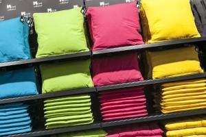 Gelb ist die Trendfarbe 2015/2016, dazu ist v.a. (Hell-)Blau angesagt. Im Bild: Stand Mood. © Koelnmesse