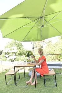 """Moderne, leicht-luftig wirkende statt wuchtiger Möbel sind outdoor """"in"""". © Koelnmesse"""