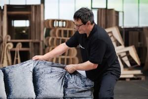 Die Polstermöbel werden heute wie anno dazumal in im rhein-hessischen Gensingen gefertigt. © Bretz