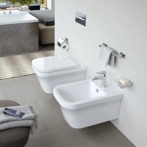 """Gemeinsames Designelement von Waschbecken, Wannen, WCs und Urinalen ist """"ein abgesetzter, klar definierter Bereich"""", so Phoenix Design. © Duravit."""