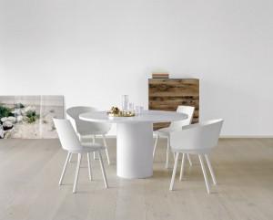 Der Stuhl HOUDINI von Stefan Diez vereint Furnier und Design. © IFN/e15 Design
