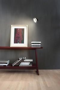 Mit der Wandleuchte RIM R 36 Wall lassen sich Akzente und u.a. Kunstwerke gekonnt in Szene setzen. © Janis Rozkalns