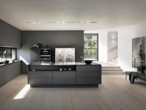 Die SieMatic SE 3003 R der Stilwelt PURE verzaubert mit puristischem Look und raffinierten Details, mit denen sich Gestaltungsakzente setze lassen. © SieMatic