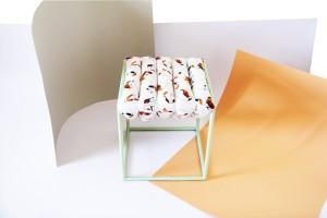 """Bei """"Modern Batik II"""" von Other Objects kleiden Stoffe Bücher und Zeitschriften in buntes Gewand. © blickfang/Other Objects"""