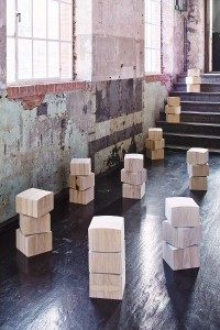 Rene Siebum hat bei der blickfang Wien seine skulpturalen Sitzgelegenheiten im Gepäck. © blickfang/Rene Siebum