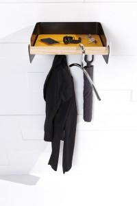 Die Wandgarderobe ist Ablagemöglichkeit für Kleidung, Schlüssel & Co. - und noch mehr. © emform
