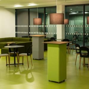 Der raffinierte, elegante Tisch sorgt für optimale Akustik – in Büros wie auch bei Events. © Peter Philipp