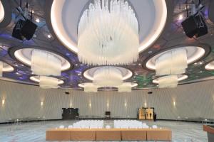 Außergewöhnlich: Funkelndes Muranoglas und futuristisches Design ziehen mit KOLARZ ein. © KOLARZ GmbH