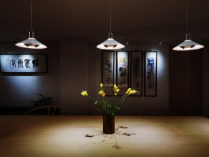 """Pandul begeistert mit einer kleinen, feinen Leuchtenkollektion. Raffiniertes Beispiel: Die Hängeleuchte Modell """"Tip Top Pendant"""" (Design Jørgen Gammelgaard 1972). © Pandul/ Qn'C Philipp Kuntze"""