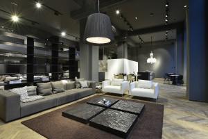 Gezeigt werden Küchen und Möbel von steininger.designers sowie Kreationen internationaler Luxus-Marken. © Gortana Photography