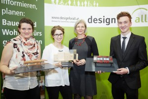 """Design-Möbel für alle"": Die Gewinner des Designwettbewerbs mit Veronika Egger, Vorsitzende des auslobenden Vereins ""design for all"". © design for all/APA-Fotoservice/Preiss"