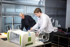 """Beeindruckende Lösung: James Roberts wurde mit """"MOM"""", einem aufblasbaren Inkubator, beim James Dyson Award """"International Winner 2015"""". © Dyson"""