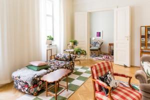 Eine Zwei-Zimmer-Wohnung erstrahlt mit Produkten und Entwürfen von Josef Frank sowie zeitgenössischer Designer. © www.photo-simonis.com