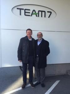 Hochkarätig: Der brasilianische Architekt Isay Weinfeld mit Dr. Georg Emprechtinger (CEO TEAM 7; l.) besuchte das Top-Label in Ried. © TEAM 7