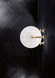 Ein neuartiger Werkstoff und exklusives Design zeichnen den Säulenwaschtisch aus. © Villeroy & Boch