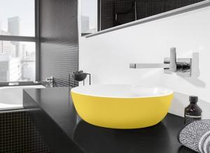 """Doppel: Die farbigen """"Artis""""-Waschtische punkten in bicolor mit Innenglasur in Weiß Alpin und farbiger, seidenmatter Außenglasur. © Villeroy & Boch"""