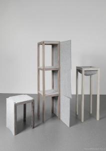 """""""I FELT OAK"""" umfasst einen Turm mit gleich großen, multifunktionalen Kuben sowie eine Schale. © Nikolaus Korab"""