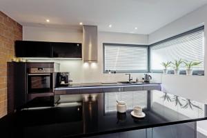 """Exklusiv, verleiht Dekton® XGloss u.a. Küchen, wie hier mit """"Spectra"""" einen einzigartigen Look. © Cosentino"""