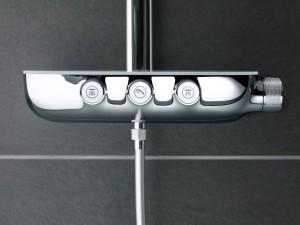 Drücken, Drehen, Duschen – die raffinierte GROHE Rainshower® SmartControl steht in Mailand u.a. bei einer Ausstellung im Rampenlicht. © GROHE