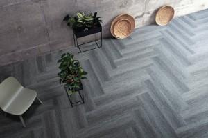 """Interface präsentiert mit """"Touch of Timber™"""" einen neuartigen Bodenbelag. © Interface"""