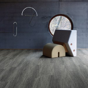 Gemeinsam mit Aquafil entwickelt, imitiert der Textilboden das natürliche Muster eines Holzfußbodens. © Interface