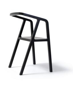Der Stuhl beeindruckt mit klarer Formensprache und charmanten Details. © Studio Thomas Feichtner