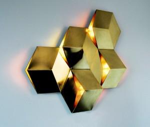 """Ihre Leuchtenserie 3D Licht – und zwar in Messing – wird bei der Austria-Ausstellung im Zuge des """"Salone"""" gezeigt. © ka.ma interior design"""