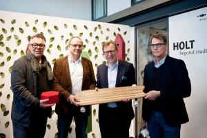 Begeisterung: Eberhard Schrempf (CIS), Bernhard Lenz (Sprecher der Kornberg Design Tischler), Landesrat Christian Buchmann und Andreas Morianz (Stadt Graz) - v.l. © CIS/Miriam Raneburger