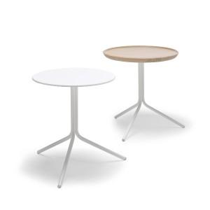 Der besondere Clou: Der Tisch kann mit einer Platte ausgestattet werden, die zum Tablett wird. © Möller Design