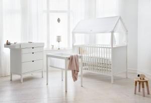 Das ausgezeichnete Kinderzimmer besteht aus Bett, Wiege, Kommode und Wickeltisch. © Stokke®