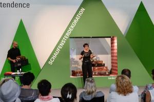 """Heißes Highlight: Die Workshops """"Schaufensterdeko live"""" von und mit Karin Wahl. © Messe Frankfurt Exhibition GmbH / Pietro Sutera"""