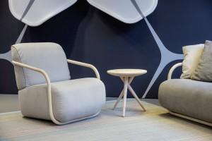 Der Stuhl ergänzt das Bugholzsofa 2002. © Thonet