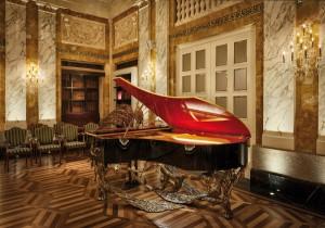 """Den außergewöhnlichen Flügel """"Bohemian Rhapsody"""" stellt die BÖSENDORFER Klavierfabrik vor. © BÖSENDORFER"""
