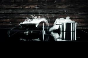 Die ausgezeichnete Marke begeistert mit innovativen Kochfeldabzügen, die den Dunst nach unten absaugen. © BORA