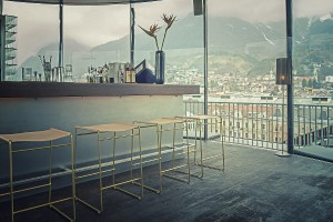 Nina Mair erweitert die Tilda Kollektion um den Tilda Barstool. © Peter Philip