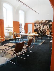 In zwei Räumen werden die Möbel gekonnt arrangiert und inszeniert. © WOHNDESIGNERS