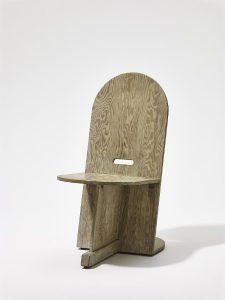 Im MAK FORUM sind die aus den 1940er Jahren und aus Schindlers Feder stammenden Möbel wie der Stuhl für Beata Inayas Apartment in L.A. zu sehen. © MAK/Georg Mayer
