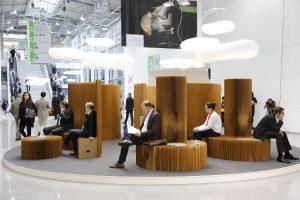 Auf dem Boulevard – konkret zwischen den Hallen 10 und 11 – werden die Designlösungen inszeniert. © Koelnmesse