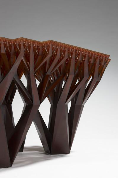 """Gezeigt werden Werke wie der in einem Stück 3D-gedruckte Tisch """"FRACTAL.MGX"""" von WertelOberfell mit Matthias Bär (Herst.: Materialise). © Stéphane Briolant Paris"""