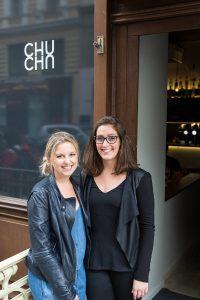 """Sophie Kessler und Elisabeth Fellner starten als Innenarchitektenduo """"Sofli"""" durch und gestalteten das """"Chuchú"""". © Jahan Saber"""