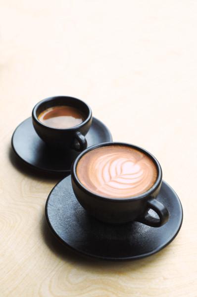 Aus innovativem, natürlichem Material gefertigt, ergänzt nun eine Cappuccino- die Espressotasse. © Kaffeeform