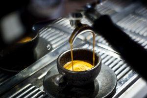 Für Genussmomente sorgt die Kaffeeform-Familie in immer mehr Berliner Cafés und zuhause. © Kaffeeform