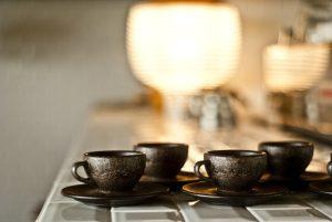 Die Kaffeeform-Familie ist aus Kaffee für Kaffee gemacht, leicht, haltbar, waschbar und schick. © Kaffeeform