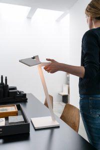 Mit Roxxane Leggera CL von Nimbus wird die Vision von kabellosem Licht Realität. © Mirjam Fruscella & Daniele Manduzio
